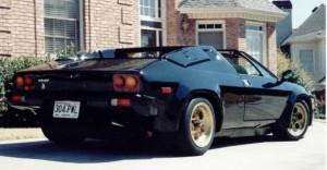 Na Foto a famosa Lamborghini Jalpa utilizada por Sly no Filme