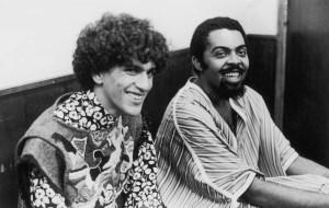 Data da foto: 1968 Caetano Veloso e Gilberto Gil. Antes mesmo de deflagrado o AI-5, alguns representantes incipientes da MPB já eram vistos pelos militares como inimigos do regime, entre eles, Caetano Veloso, Gilberto Gil, Taiguara e Geraldo Vandré.